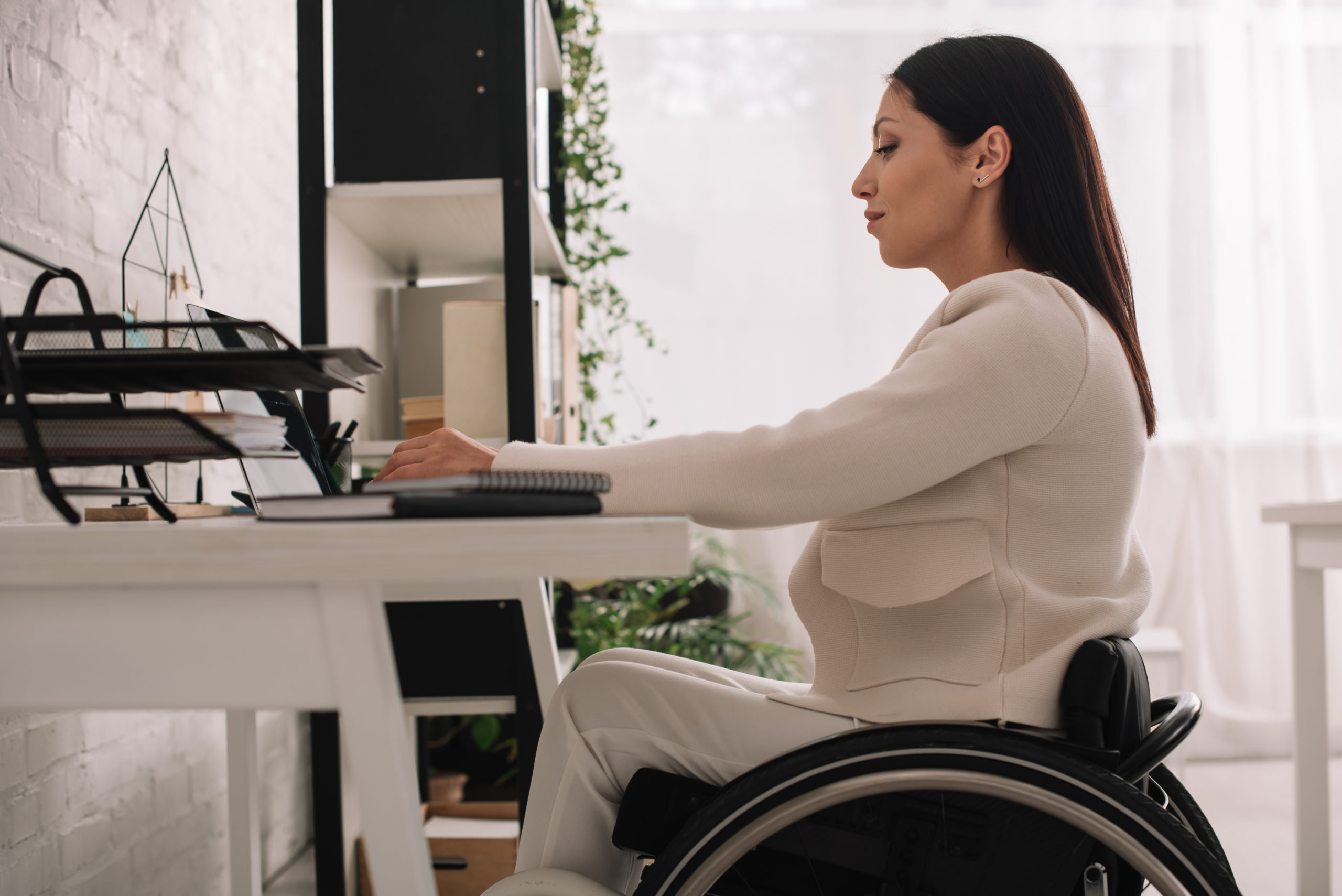 Woman in Wheelchair Taking VR Development Group Courses